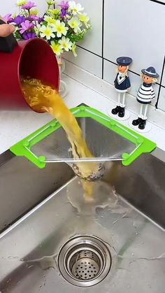 Cool Gadgets To Buy, Cool Kitchen Gadgets, New Gadgets, Kitchen Hacks, Cool Kitchens, Unique Gadgets, Kitchen Organization Pantry, Kitchen Storage, Cool Inventions