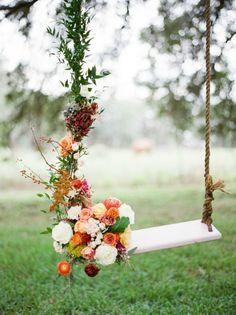 Dondolando in un mondo incantato  #flower #flowers #altalena #dondolare #fiori #wedding #weddingday #bigday #bonbon #bonbonflower #matrimonio #weddingplanner