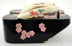 Geisha Shoes Japanese Theme, Japanese Culture, Japanese Art, Japanese Kimono, Japanese Fashion, Japanese Geisha, Memoirs Of A Geisha, Kawaii, Oriental Fashion