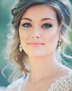Bride Makeup 30 Gorgeous Wedding Makeup Looks Natural Wedding Makeup, Bridal Hair And Makeup, Wedding Hair And Makeup, Wedding Beauty, Hair Makeup, Natural Make Up Wedding, Vintage Wedding Makeup, Wedding Makeup For Blue Eyes, Romantic Wedding Makeup