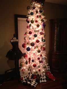 Love The Decorations But With A Regular Shaped Tree White Christmas Pencil