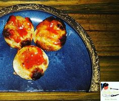 Cheese Chilly Kulcha Kulcha in a Pizza style with Cheese and Summer Vegetables amd topped with Bloody Red Sauce  #zomato #zomatodubai  #zomatouae #dubai #dubaipage #mydubai #uae #inuae #dubaifoodblogger #uaefoodblogger #foodblogging #foodbloggeruae #uaefoodguide #foodreview #foodblog #foodporn #foodpic #foodphotography #foodgasm #foodstagram #instagram #instafood #theshazworld #farzicafe #farzicafedubai #internationalcuisine #indiancuisine #cafe #gastronomic #illusion