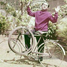 View Kishore Kumar's TOI Archives - 100 Years of Indian Cinema Pics on ETimes Photogallery Sanjeev Kumar, Shashi Kapoor, Rajesh Khanna, Kishore Kumar, Vintage Bollywood, Amitabh Bachchan, Bollywood Actors, The 100, Cinema