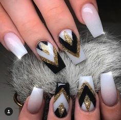 We all want beautiful but trendy nails, right? Here's a look at some beautiful nude nail art. Hot Nails, Nude Nails, Swag Nails, Hair And Nails, Colorful Nail Designs, Toe Nail Designs, Beautiful Nail Designs, Sparkly Nails, Fancy Nails