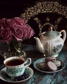 Afternoon Tea with Inlaid Antique Syrian Chair Nachmittagstee mit eingelegtem antikem syrischem Stuhl Coffee Love, Coffee Break, Vintage Tea Rooms, English Afternoon Tea, Café Chocolate, Cuppa Tea, Tea Art, Aesthetic Food, High Tea