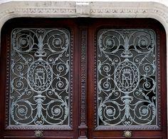 Pau (Pyrénées Atlantiques): M et H réunis, porte dans la cour du château