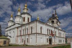 Cathédrale de l'Assomption de la Vierge Marie - Cour de la Cathédrale - Veliki Oustioug - Construite entre 1619 et 1659.