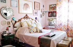 Margherita Missoni has an apartment filled with an eclectic mix of 20th century furniture, Missoni prints, art and family mementos. Putting it all together was a family affair led by Margherita's grandmother, Missoni founder, Rosita ... who raided the family's vault of furniture to help furnish the apartment. via @glitterguide
