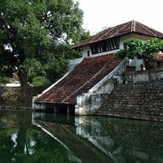 The bathing ghats at Kalari Kovilakom Kerala Architecture, Water Architecture, Tropical Architecture, Beautiful Places To Visit, Beautiful Homes, Kerala Backwaters, Kerala Travel, Kerala House Design, Country Walk