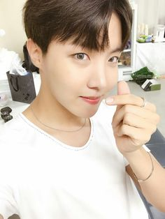 J-Hope ❤ [BTS Trans Tweet] 낼 봐요 오사카 \ See you tomorrow Osaka (hoseok is a selfie master) #BTS #방탄소년단