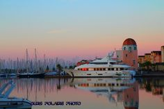 Le port de Gruissan et sa capitainerie par Ours Polaire
