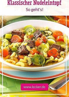 #Nudeleintopf mit ordentlich viel Drin, wie Oma ihn immer gemacht hat, gehört zu den richtigen Klassikern. Neben #Suppengemüse, wandern in diesem altbewährten #Rezept vor allem feines #Rindfleisch und #Nudeln in den Topf. #omasrezept #eintopf Salad Recipes Healthy Lunch, Salad Recipes For Dinner, Chicken Salad Recipes, Easy Healthy Recipes, Salads For A Crowd, Easy Salads, Spinach Salad, Creamy Cucumber Salad, Clean Eating Salate