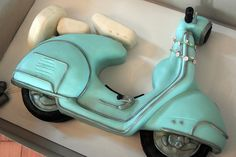 Retro Vespa Scooter Cake by Sweet Fix, via Flickr