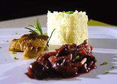 Bravčová panenka s ovocnou omáčkou Russian Recipes, Mashed Potatoes, Beef, Ethnic Recipes, Polish, Food, Whipped Potatoes, Meat, Vitreous Enamel