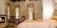 http://www.in2life.gr/escape/hotel/article/562556/yperohoi-romantikoi-xenones-sthn-ellada.html