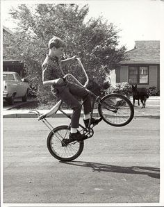I agree with the previous pinner: I grew up with this being the cool thing to do. There weren't any BMX bikes. My friend and I could ride around effortlessly all day on the back wheel of our bikes. Easy Rider, Banana Seat Bike, Foto Picture, Zoom Photo, Old Bikes, Mini Bike, Vintage Bicycles, The Good Old Days, Old Photos