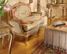 Antique Furniture Reproduction , Italian Classic Furniture :: Styles of Antique Sofas very nice!