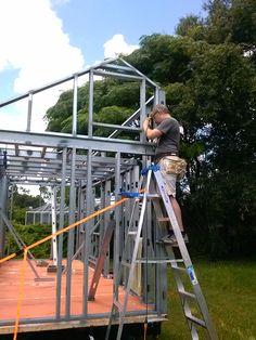 Some tips on metal stud framing Metal Stud Framing, Steel Framing, Steel Building Homes, Building A House, Cabana, Steel Frame Construction, Metal Ceiling, Steel House, Metal Structure