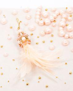 PEACH FEATHER DROP | cercei statement lungi cu pene Aur, Feather, Pearl Earrings, Peach, Drop, Model, Jewelry, Pearl Studs, Peaches