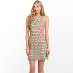 NWOT Lilly Pulitzer Pearl Dress Two Tone Lace New without tags. Size 0. Original retail: $348.  🐰 Comes from a pet-free and smoke-free home. 💰 Discount on bundles. 🎀 Offers are welcome. 🚫 No trades. Lilly Pulitzer Dresses Mini