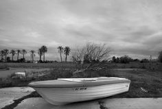 Abandoned Rowboat,  Queen Creek Arizona, 2010   copyright © Peter Welch, all rights reserved