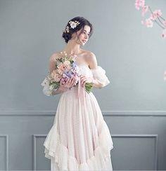 Inspiration for portrait photography: Vivienne Mok – Arte no Papel Online Princess Aesthetic, Aesthetic Girl, Aya Sophia, Pretty Dresses, Beautiful Dresses, Portrait Photography, Fashion Photography, Cute Girl Photo, Ulzzang Girl