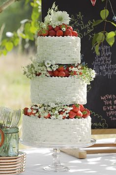 strawberry wedding cake... | themarriedapp.com hearted <3