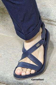 Corneliani sandalia de piel para hombre