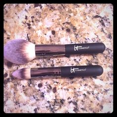 2 It Cosmetic makeup brushes Brand new, never used #8 and #11.   #8 is An ultra plush Powder Brush that grabs just the right amount of powder and selectively and evenly distributes it to your skin. It delivers just the right amount of product for a flawless application every time. #11 Developed to give controlled application of both powder and cream products including setting powders, illuminators, bronzer or blushes. Designed to reach all nooks and crannies of the face. It Cosmetics Makeup…