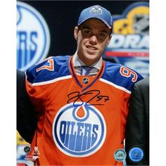 Celebrate the Edmonton Oilers' draft pick Connor McDavid with this beautiful autographed photo Hockey Baby, Ice Hockey, Connor Mcdavid, Edmonton Oilers, Hockey Cards, Sports Stars, Upper Deck, Hockey Players, Nice Tops