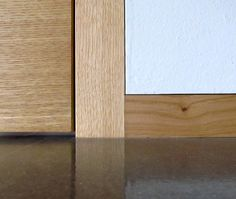 baseboard flush with wall: an innovative idea for decorating house spaces in an elegant, minimal and modern way.