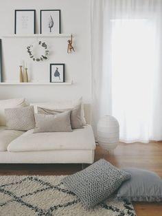 Living room with scandinavian details Cozy Apartment, Apartment Living, Bureau Simple, Farmhouse Dining Room Table, Wood Lamps, Living Room Decor, Furniture Design, Ikea, Interior Design
