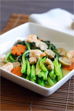 Veggies: Chinese Vegetable Recipe (Choy Sum) - In Chinese or Cantonese restaurants, Chinese vegetables are often served two ways: brown sauce (flavored with oyster sauce) or white sauce–a cooking style that I use for this recipe Easy Delicious Recipes, Vegetarian Recipes Easy, Asian Recipes, Chinese Recipes, Chinese Desserts, Chinese Vegetables, Mixed Vegetables, Sauce For Vegetables, Starchy Vegetables