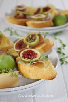 Just good food: Bruschette with prosciutto and figs