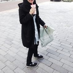 Discovered by hijabstyle Street Hijab Fashion, Muslim Fashion, Hijab Fashion Inspiration, Style Inspiration, Semi Dresses, Hijab Chic, Hijab Casual, Fashion Couple, Mode Hijab
