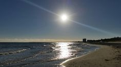 Der Warnemünder #Ostsee #Strand am frühen Morgen. Noch ist alles leer und ruhig und das einzige was zu hören ist ist das #Meeresrauschen :-) #Warnemünde #Sommer #Sommer2015 #Urlaub @hotelneptun  #hotelneptun