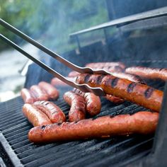 Grilling hot dogs with Rosle grill tongs!