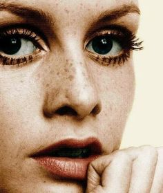 #'70s style is back on trend. Find out which '70s #makeup items are essential to getting this look on. http://ecosalon.com/70s-makeup-how-to-organic-beauty-essentials-for-a-groovy-look/