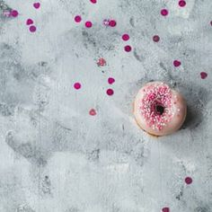 Passend zum Valentinstag habe ich heute Himbeer Donuts für euch dabei! Rezept findet ihr aktuell auf dem Blog. #Donuts #Valentinesday #Valentinstag #Foodies #foodblogger #love #liebe #Donutlover #foodphotography #bemyvalentine #instafood #baking #backen #bakery #blogger #foodblog #raspberrydonuts #Donut