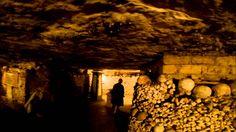 C'est une vidéo sur les Catacombes. Les catacombes sont constituées de plus de 6 millions de corps.