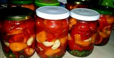 Gogoșari în oțet la borcan. Rețeta fără conservanți. Ce să le pui ca să țină - Agromedia Salsa, Stuffed Peppers, Vegetables, Food, Stuffed Pepper, Essen, Vegetable Recipes, Salsa Music, Meals