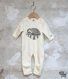 Waschbär Strampler Pyjama Biobaumwolle Kopfhörer von Café Lala auf DaWanda.com