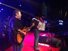 """Ricky Muñoz Intocable cantando """"Fuertemente"""" junto a Oscar Ivan Treviño Grupo Duelo."""