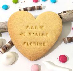 Mamie est gourmande et adore pâtisser avec son petit fils/petite fille ? Graver leur amour dans un biscuit et croquez le pour le goûter ! Biscuits, Vanille Bourbon, Articles, Blog, Daughter, Crack Crackers, Cookies, Biscuit, Cookie Recipes