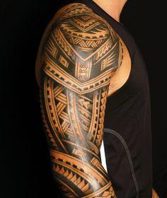 oberarm tattoo männer tätowierung maori motive