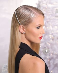 We& seen inspo for glittery and shiny hairstyles, but if you& still stumped as to how to do your hair for … Ponytail Hairstyles, Pretty Hairstyles, Bandana Hairstyles, Elegant Ponytail, Glitter Hair, Glitter Gel, Editorial Hair, Gorgeous Hair, Hair Looks
