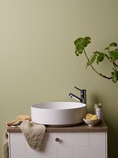 Matta väggar i badrummet med LADY Aqua Home Room Design, Wall Color, Tile Stencil, Home Decor, Jotun Lady, Green Bathroom, Color, Kitchen And Bath, Sink