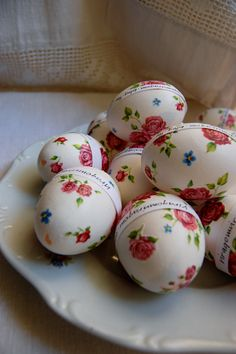 ~Decoupage Easter Eggs- inst. not in English .... probably use blown (innards removed) or plastic eggs from Dollar Tree