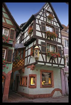 Houses in Colmar, France. Alsace, Building Design, Building A House, Beautiful World, Beautiful Places, Haute Marne, Structural Insulated Panels, Medieval Houses, Ville France