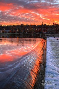 ✮ Sunrise at the dam  - Grand Rapids, MI/ We were just in Grand Rapids not too long ago, but we somehow missed this.